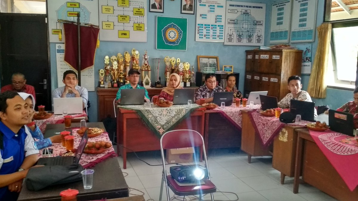 Peserta Optimalisasi Webside Desa yang dilaksanakan di Ruang Sekretariat PKK Kec. Watukumpul